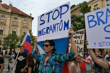 2015-06-26 18:08:04 Ant-migrants protesters hold banners reading 'Stop Immigration' on June 26, 2015 in Brno, Czech Republic during an anti-Islam and immigration rally.   AFP PHOTO/ RADEK MICA