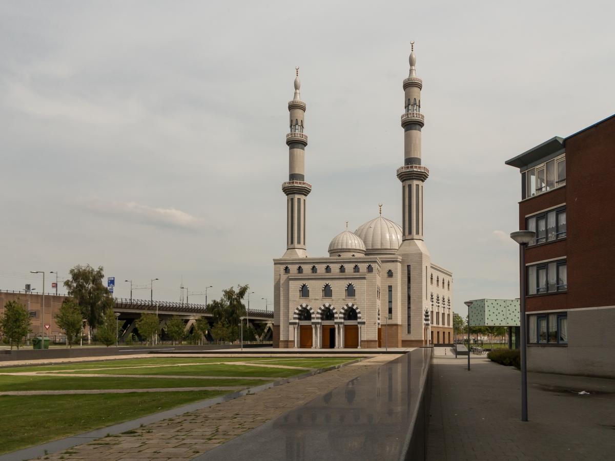 Rotterdamse imam wil Shariarechtbank onder mom van 'Geschillencommissie'